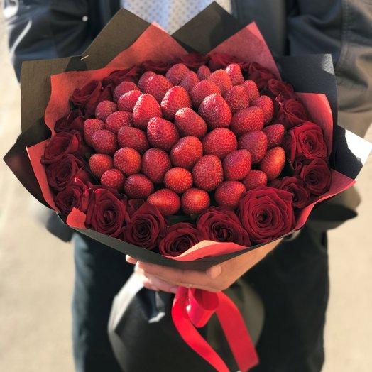 Букет. Красная Роза. Клубника. N94: букеты цветов на заказ Flowwow