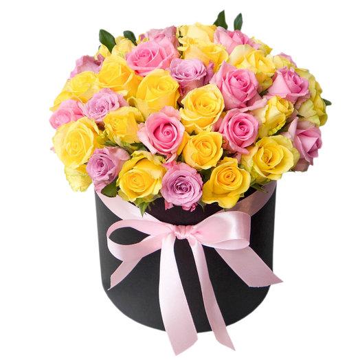 Микс роз в черной шляпной коробке