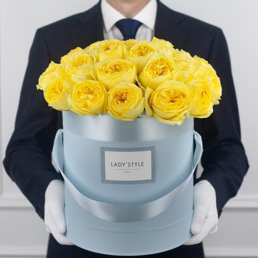 Пионовидные розы Сatalina в шляпной коробке L: букеты цветов на заказ Flowwow