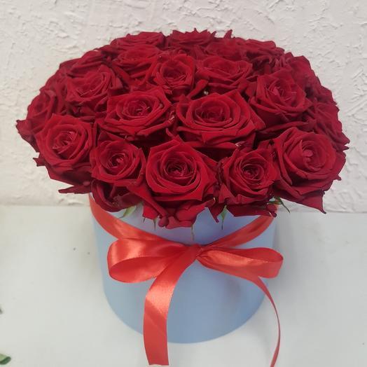 29 роз в шляпной коробке: букеты цветов на заказ Flowwow