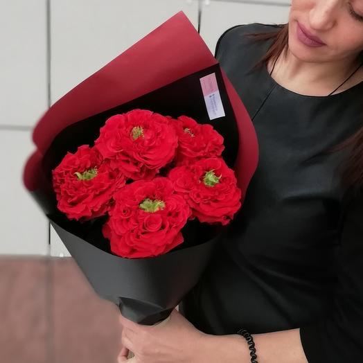 Красная пионовидная роза