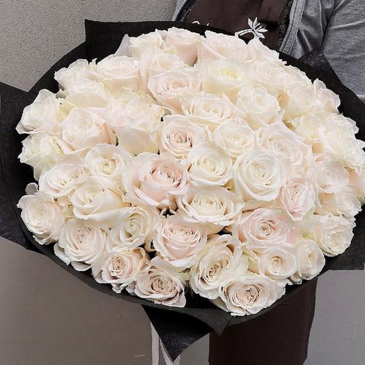 Букет из 51 розы в упаковке: букеты цветов на заказ Flowwow
