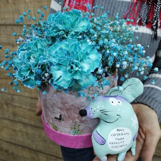 Чудесная коробочка с игрушкой ручной работы: букеты цветов на заказ Flowwow