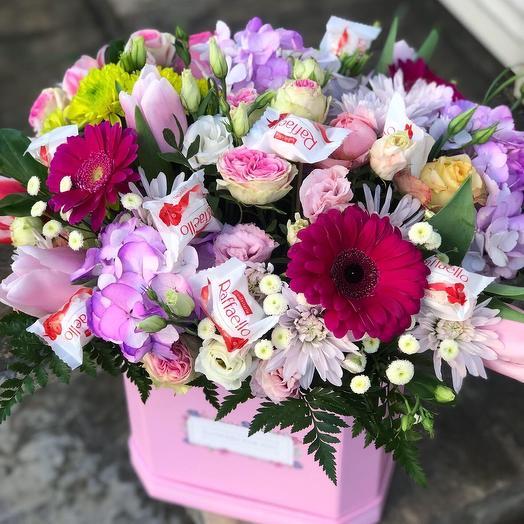 Коробочка + конфетки: букеты цветов на заказ Flowwow