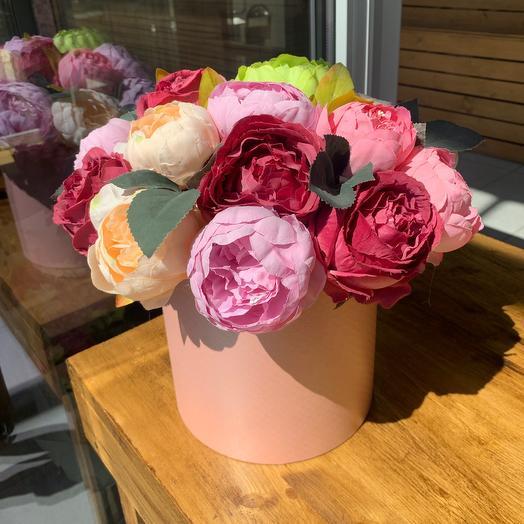 Коробка с искусственными цветами: букеты цветов на заказ Flowwow