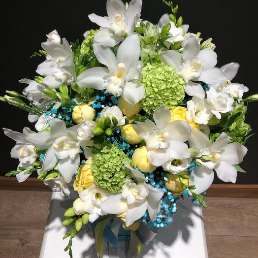 Цветы в коробке из орхидеи