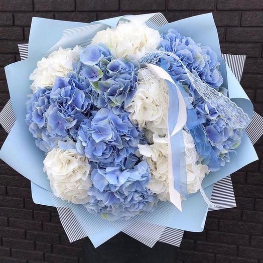 Букет гортензии бело-голубой