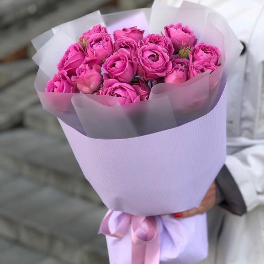 Букет с кустовой пионовидной розой