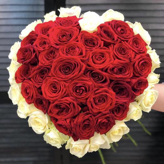 51 роза в форме сердца