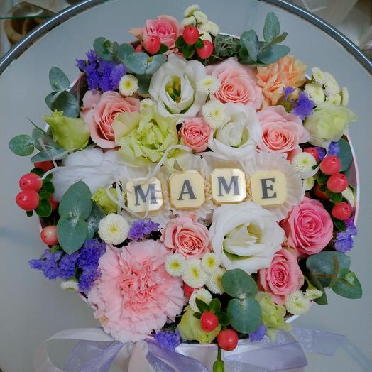 Цветы и шоколадные буквы