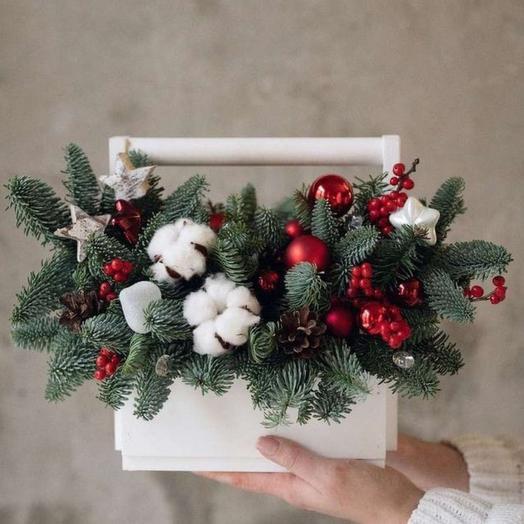 Белая новогодняя композиция