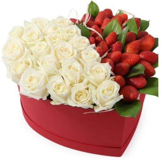 Клубника с розой