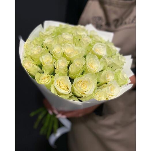 35 роз Athena