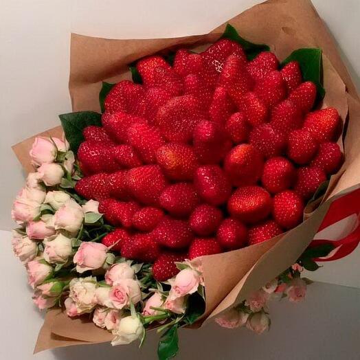 Букет розы и клубника