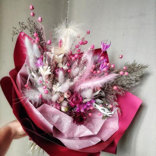 Сухоцветы в красном