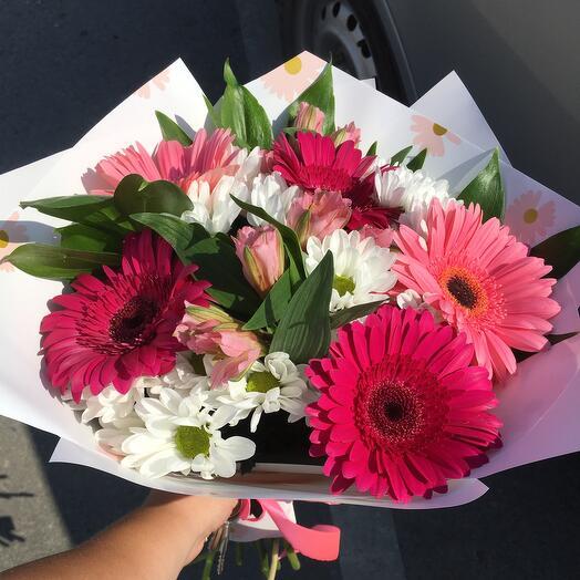 Букет с розовыми герберами