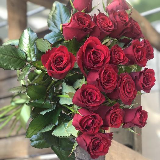 Букет из 15 красных кенийская роза: букеты цветов на заказ Flowwow