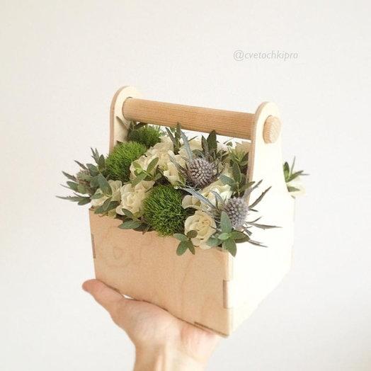 Маленький ящичек с ручкой: букеты цветов на заказ Flowwow