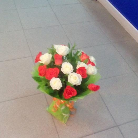 Букет 23 цвет можно заменить на красный или розовый цвет розы