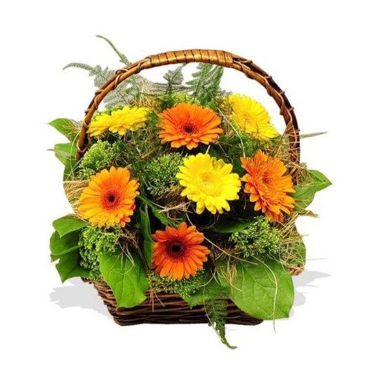 Корзина цветов Теплые объятья: букеты цветов на заказ Flowwow