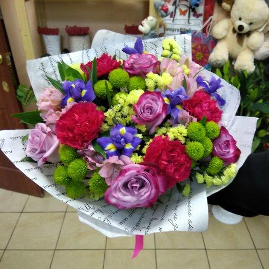 Букет из разнообразных цветов