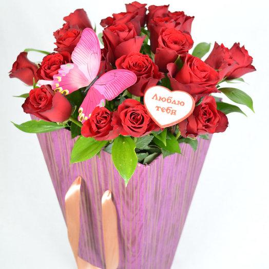 Розы в коробке Любимой: букеты цветов на заказ Flowwow