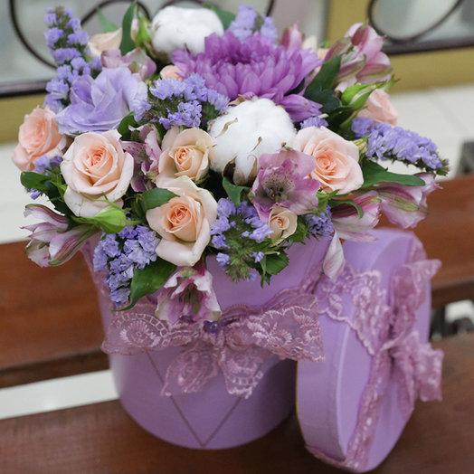 Шляпная коробка в сиреневых тонах: букеты цветов на заказ Flowwow