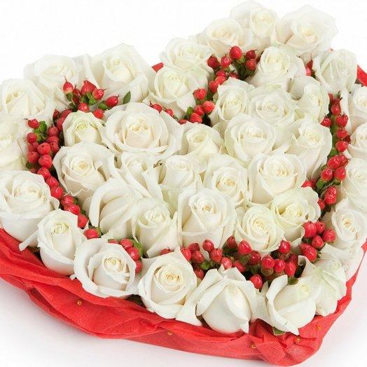 Сердце из белых роз.: букеты цветов на заказ Flowwow