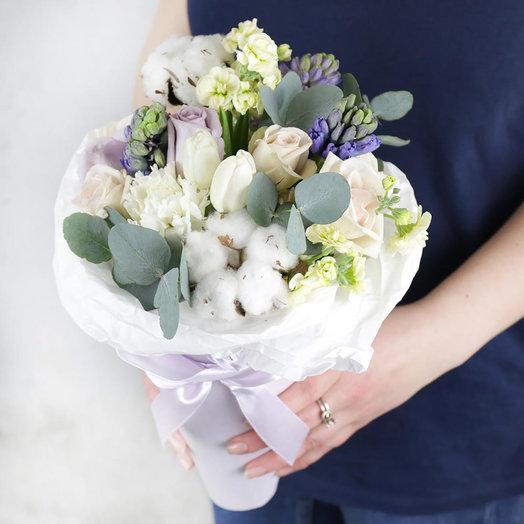 Букет из роз и гиацинтов в кулёчке: букеты цветов на заказ Flowwow