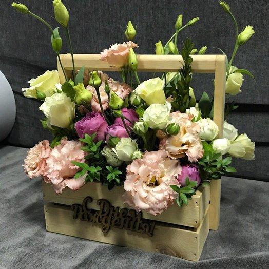 Деревянный ящик с цветочками