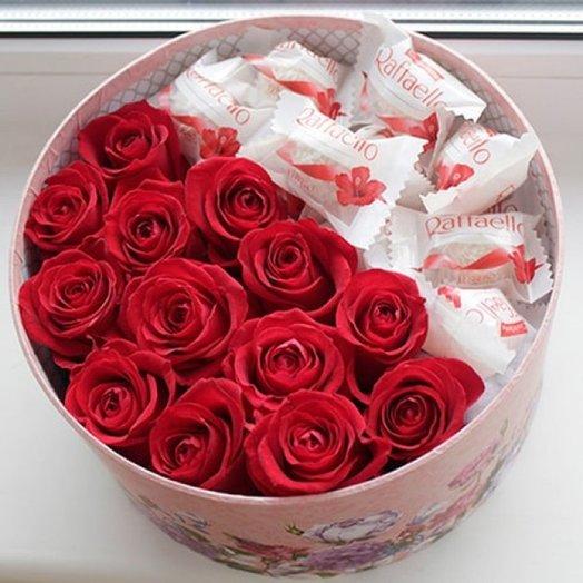 """Коробка """"Сочные розы и Рафаэлло"""". Код 180119: букеты цветов на заказ Flowwow"""