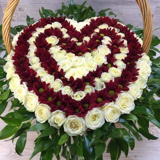 Корзина роз и хризантем: букеты цветов на заказ Flowwow