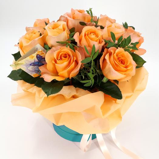 Peach roses in a hat box