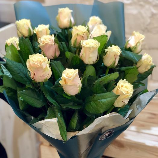 """Букет """"Цветочная Лавка"""" из 15 нежных кремовых роз Талея 60 см: букеты цветов на заказ Flowwow"""