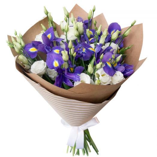 Букет из ирисов и лизиантусов: букеты цветов на заказ Flowwow