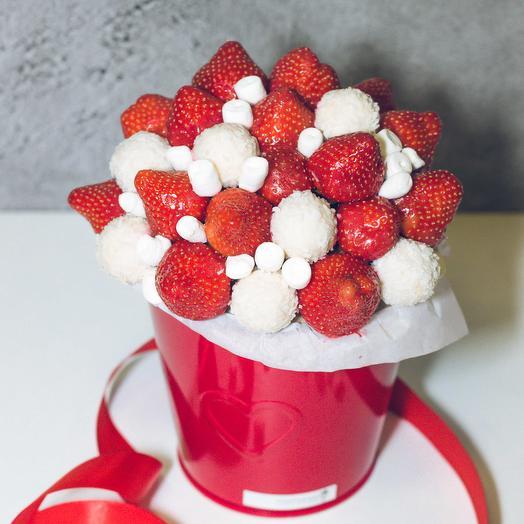 Букет из клубники и рафаэлло 66: букеты цветов на заказ Flowwow