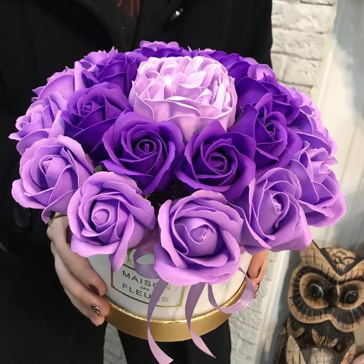 Коробка из мыльных роз по супер цене: букеты цветов на заказ Flowwow