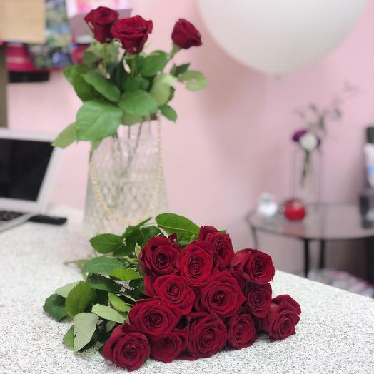 13 красных роз: букеты цветов на заказ Flowwow
