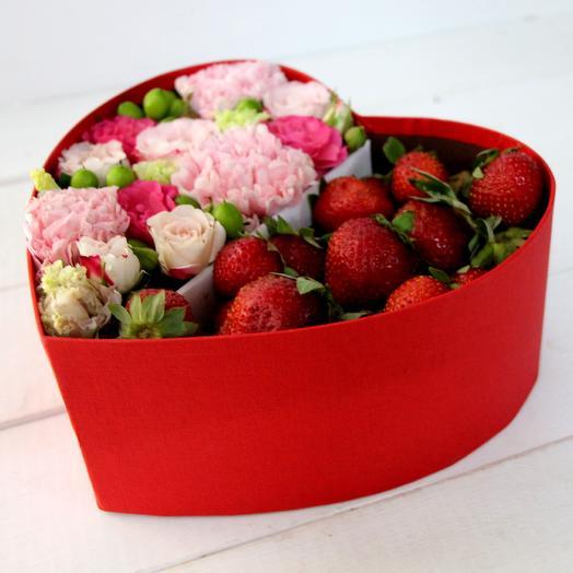 Клубнично-Розовое сердце: букеты цветов на заказ Flowwow