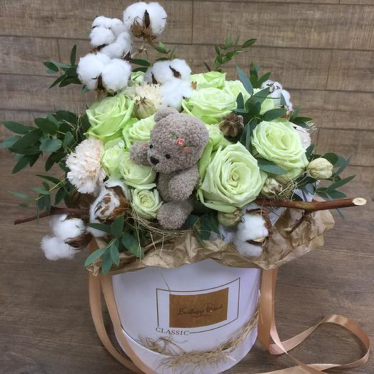 Стильная композиция с игрушкой ручной работы: букеты цветов на заказ Flowwow