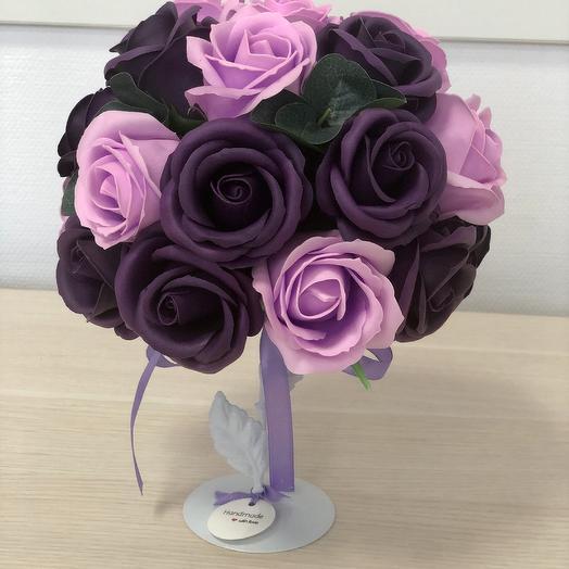 Топиарий из мыльных роз сиреневого цвета