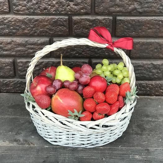 Фруктовая корзина «Ягодка садовая»