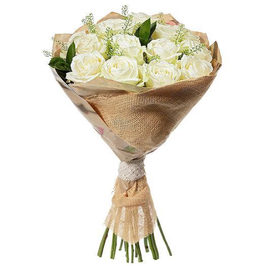Букет из 15 белых роз в упаковке: букеты цветов на заказ Flowwow