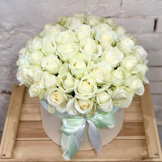 Букет 51 белая роза в коробке