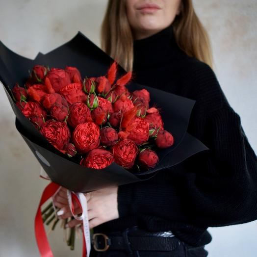 Букет из пионовидных роз Ред Пиано: букеты цветов на заказ Flowwow