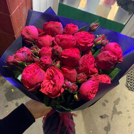 Пионовидные розы в дизайнерской упаковке 19 шт: букеты цветов на заказ Flowwow