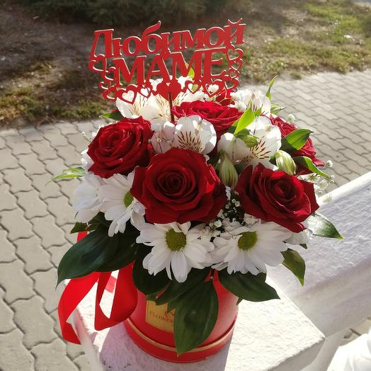 Flower arrangement in a top hat