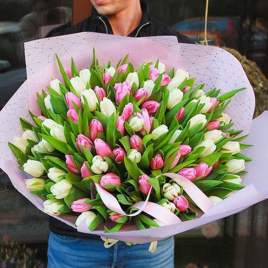 51 нежных тюльпанов: букеты цветов на заказ Flowwow