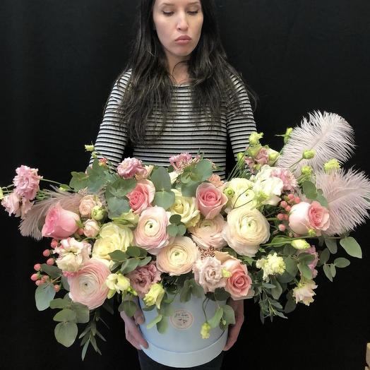Эксклюзивная коробка с ранункулюсами и розами
