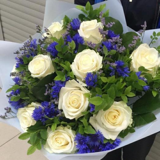 Розы с васильками